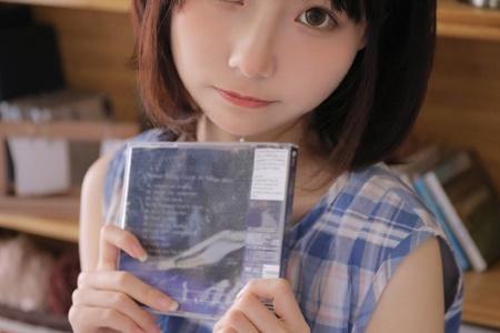 日系居家美女格子裙白嫩性感写真