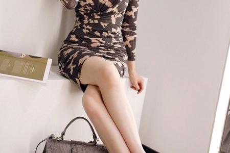 长腿美女模特性感短裙时尚街拍写真