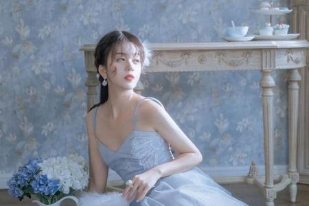 雾霾蓝裙美女性感撩人写真