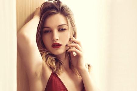 欧美红唇美女性感迷人写真桌面壁纸