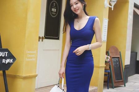 大胸美腿嫩模紧身短裙时尚性感街拍图片