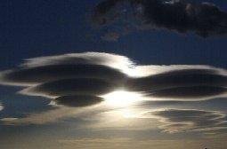 克罗地亚上空现的UFO云朵图片