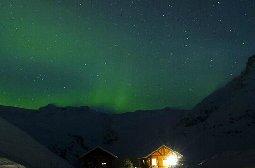 北极极光下梦幻般的冰岛美景图片
