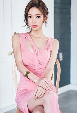 高挑美女模特粉红色开叉长裙诱惑