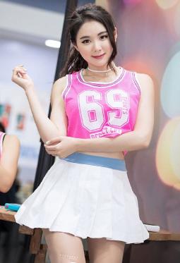 清纯气质韩国车模闵侑琳唯美短裙写真