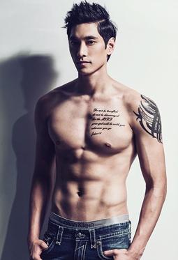韩国男排帅哥金耀涵裸上身秀肌肉