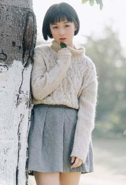 清纯短发学生妹户外唯美写真图片