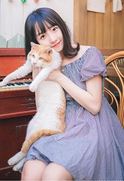甜美可爱清纯学生妹居家摄影图片
