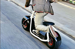 炫酷霸气的单脚滑行车创意产品图片