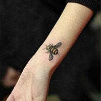 手腕动物纹身图案之栩栩如生的蜜蜂
